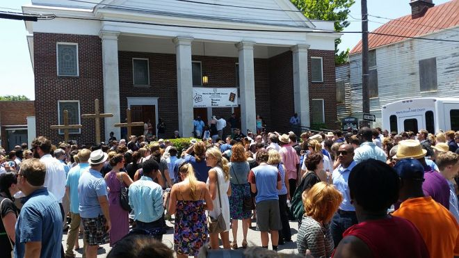 Charleston_Shooting_Memorial_Service By Nomader (Own work) [CC BY-SA 3.0 (http://creativecommons.org/licenses/by-sa/3.0)], via Wikimedia Commons